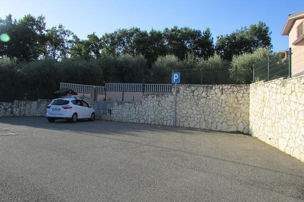 parcheggio esyterno